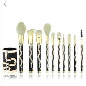 NEW Sonia Kashuk snake makeup brushes